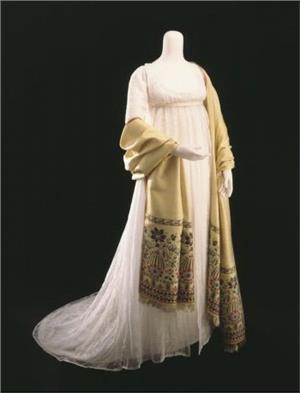 Платье со шлейфом и шаль, начало 19 века